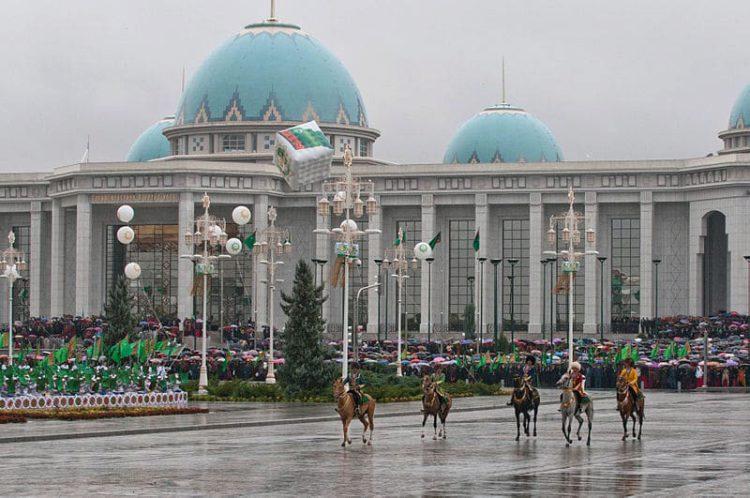 Дворец Рухыет - достопримечательности Туркмении