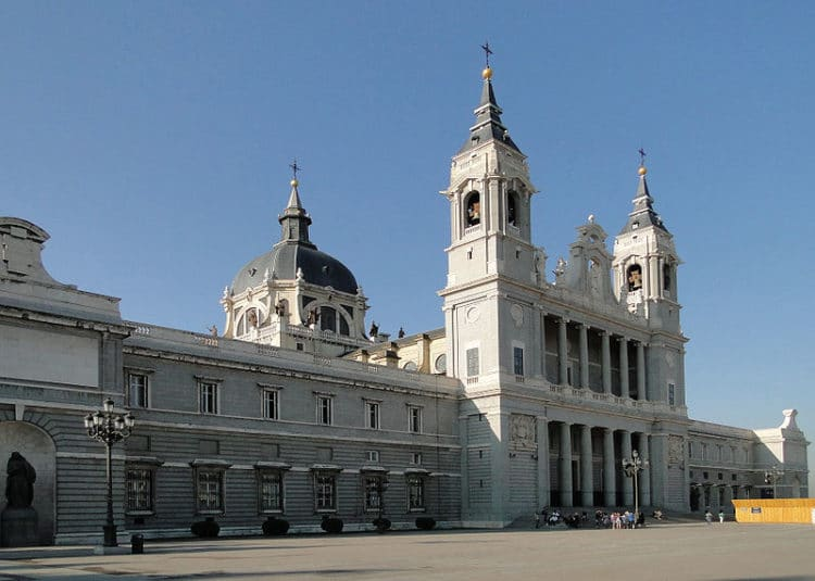 Кафедральный собор Альмудена - достопримечательности Мадрида
