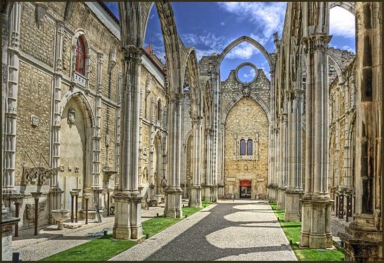 Церковь Кармо и Кармелитов - достопримечательности Порту