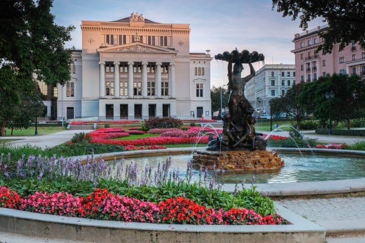 Латвийская национальная опера - достопримечательности Риги