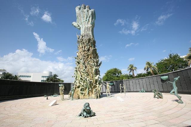 Мемориал жертвам Холокоста - достопримечательности Майами