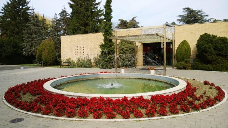 Мавзолей Тито «Дом цветов» - достопримечательности Белграда