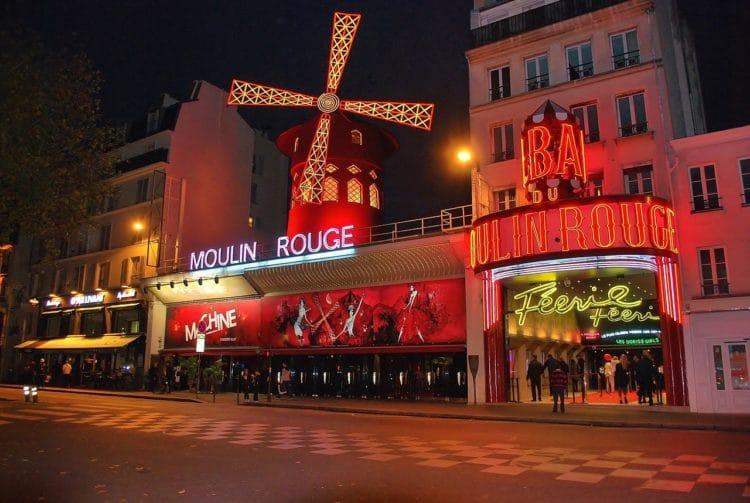 Кабаре Мулен Руж - достопримечательности Парижа