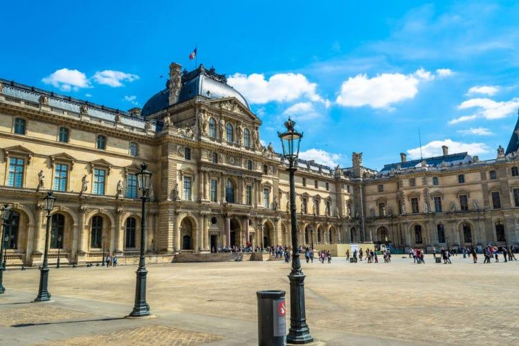 Музей Лувр - достопримечательности Парижа