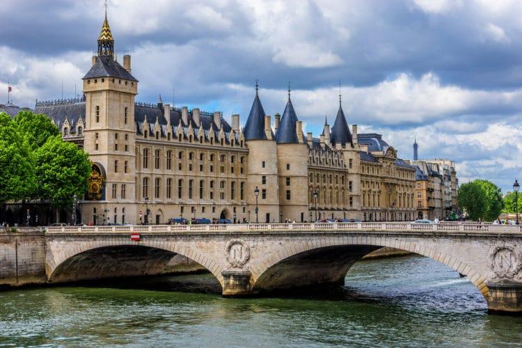 Замок Консьержери - достопримечательности Парижа