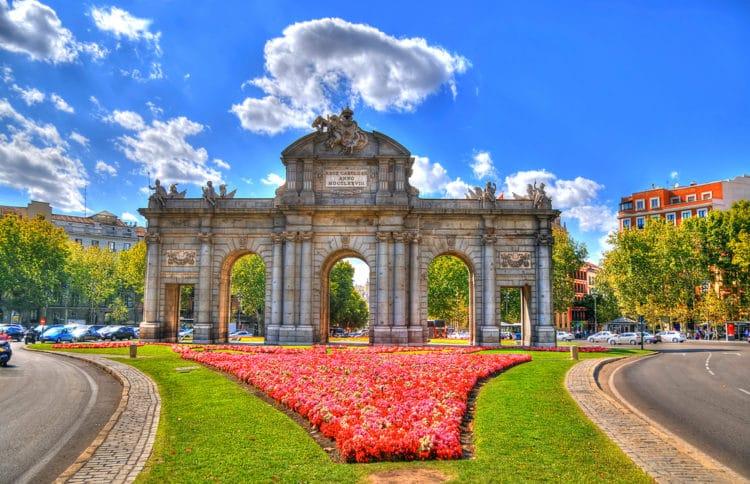 Ворота Алькала - достопримечательности Мадрида