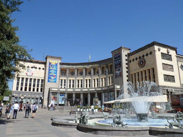 Площадь Шарля Азнавура - достопримечательности Еревана
