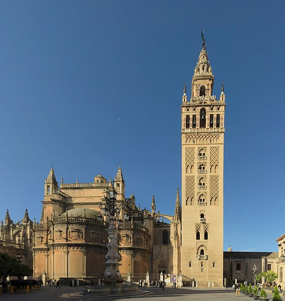 Башня Хиральда - достопримечательности Севильи