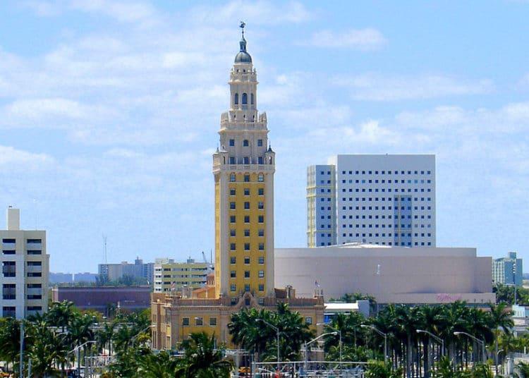 Башня Свободы - достопримечательности Майами