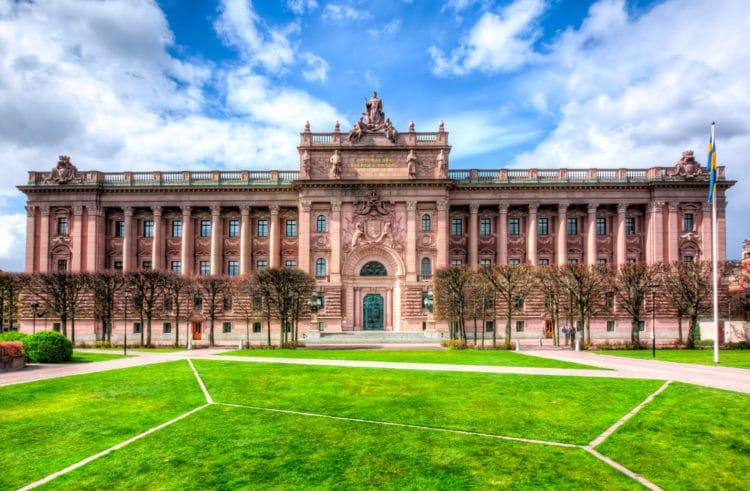 Здание шведского парламента - достопримечательности Стокгольма