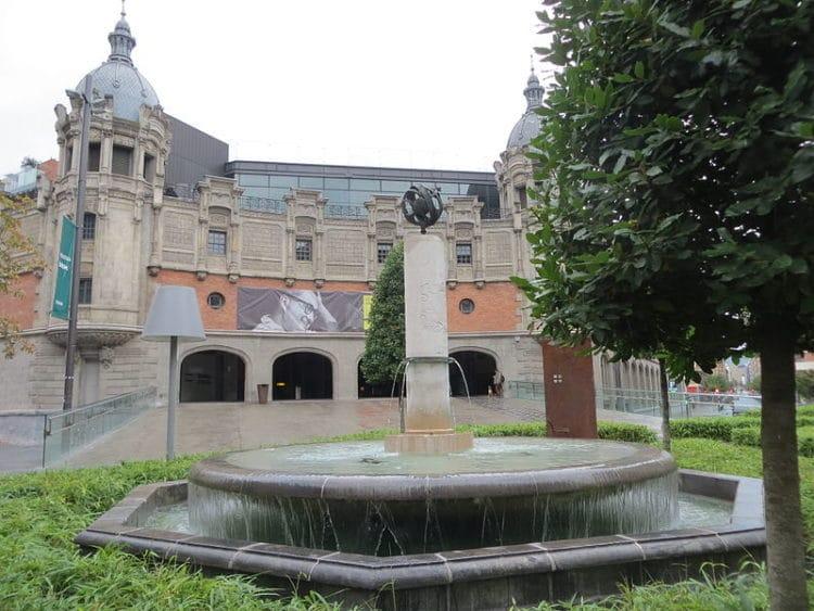 Развлекательный комплекс Альондига - достопримечательности Бильбао