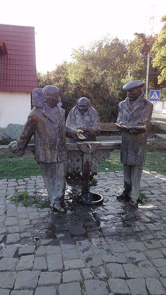 Памятник героям фильма Мимино - достопримечательности Тбилиси