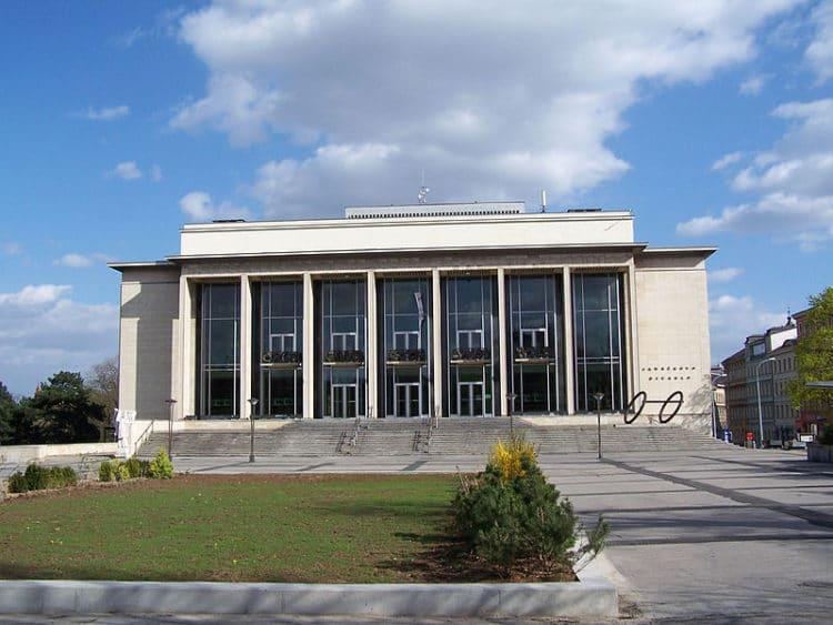 Театр Яначека - достопримечательности Брно