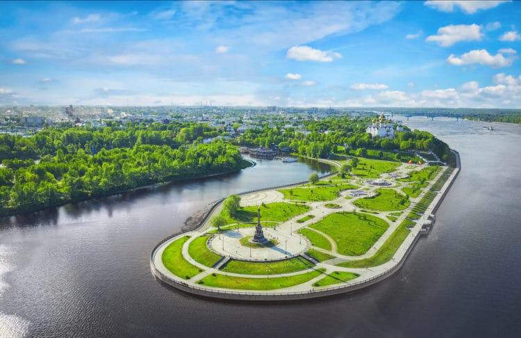 Парк на Стрелке - достопримечательности Ярославля