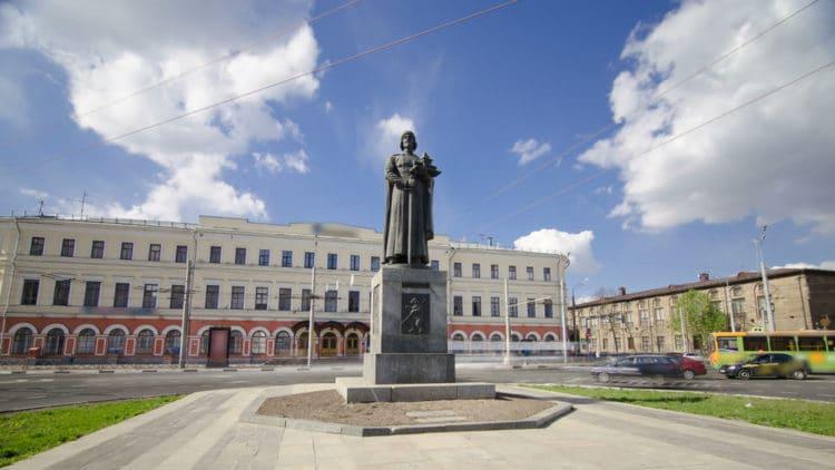 Памятник Ярославу Мудрому - достопримечательности Ярославля