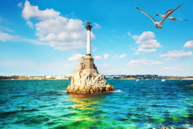 Памятник затопленным кораблям - достопримечательности Крыма