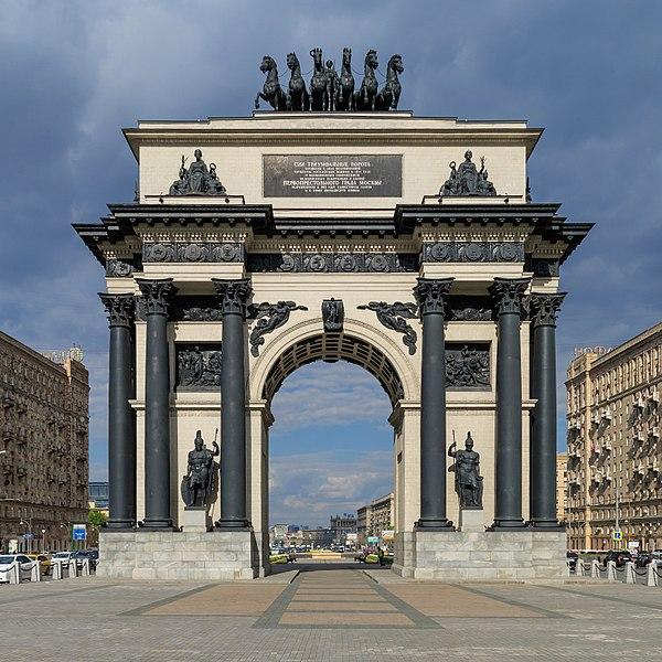 Триумфальные ворота - достопримечательности Москвы