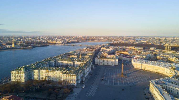 Дворцовая площадь - достопримечательности Санкт-Петербурга