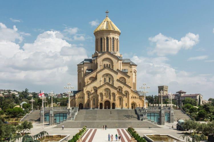 Комплекс Цминда Самеба - достопримечательности Тбилиси