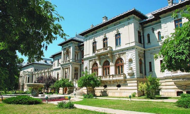 Здание Котрочень - достопримечательности Бухареста