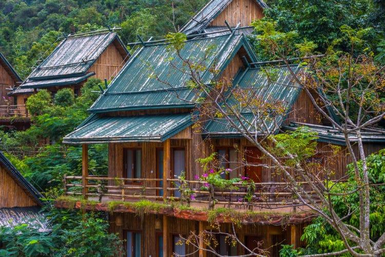 Этнографическая деревня Ли и Мяо - достопримечательности острова Хайнань