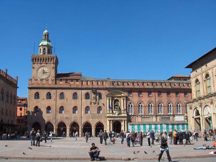 Дворец Палаццо Комунале - достопримечательности Болоньи