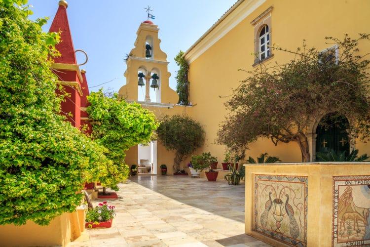 Монастырь в Палеокастрице - достопримечательности Корфу