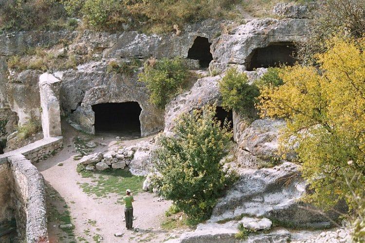 Пещерный город Чуфут-Кале - достопримечательности Крыма
