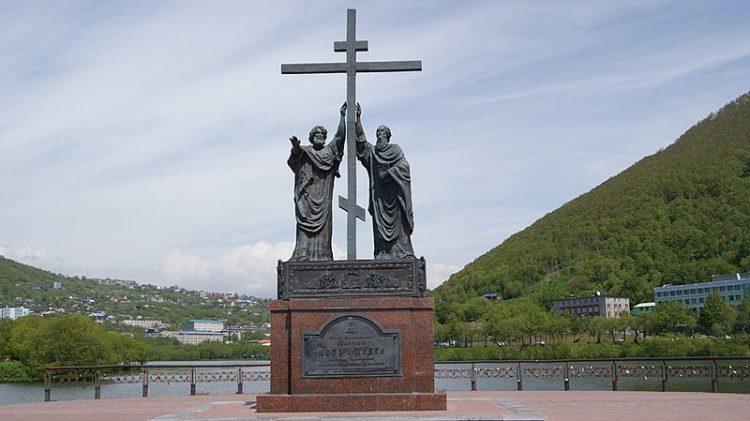 Памятник святым апостолам Петру и Павлу - достопримечательности Камчатки