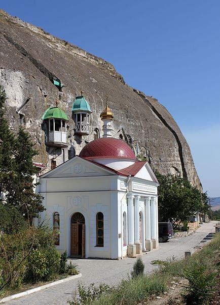 Инкерманский пещерный монастырь - достопримечательности Севастополя
