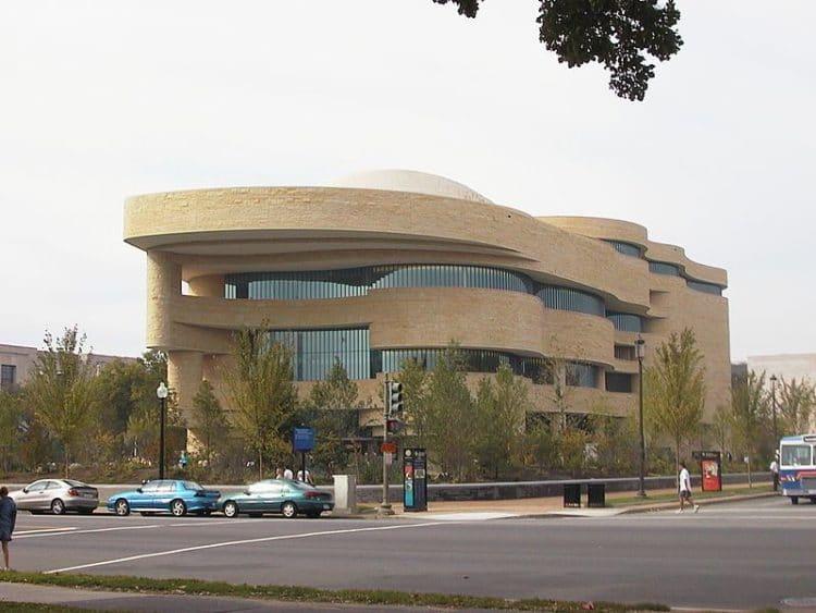 Музей американских индейцев - достопримечательности Вашингтона