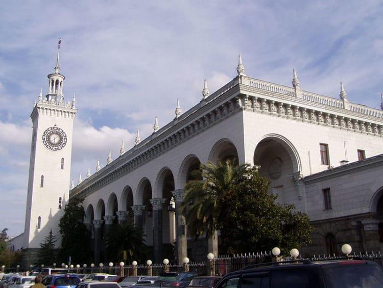 Железнодорожный вокзал Сочи - достопримечательности Сочи
