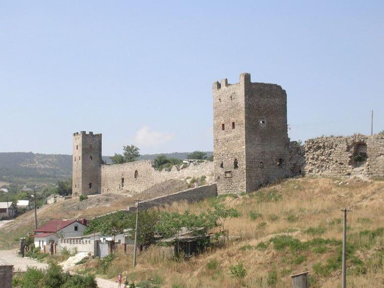 Генуэзская крепость Кафа - достопримечательности Феодосии