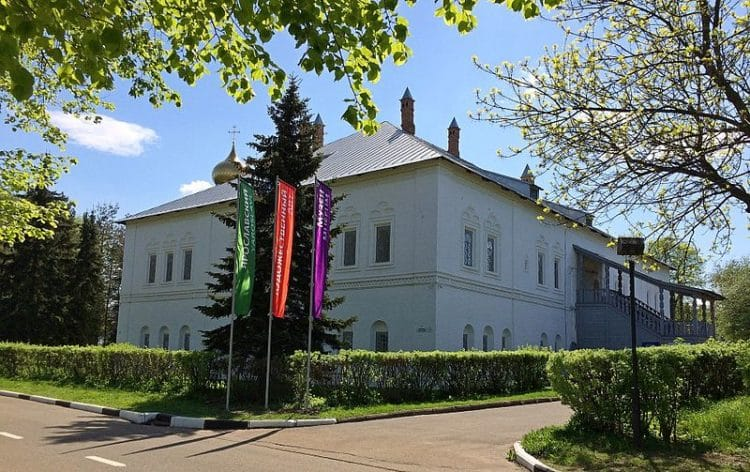 Митрополичьи палаты - достопримечательности Ярославля