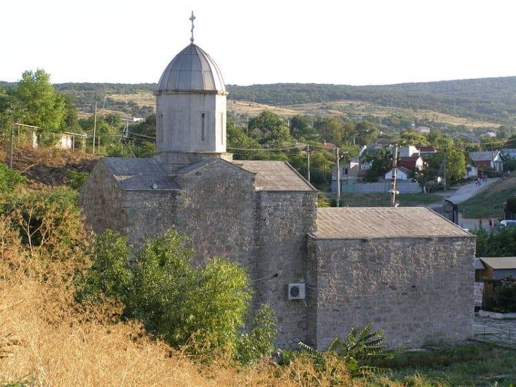 Храм Иверской иконы Божией Матери - достопримечательности Феодосии