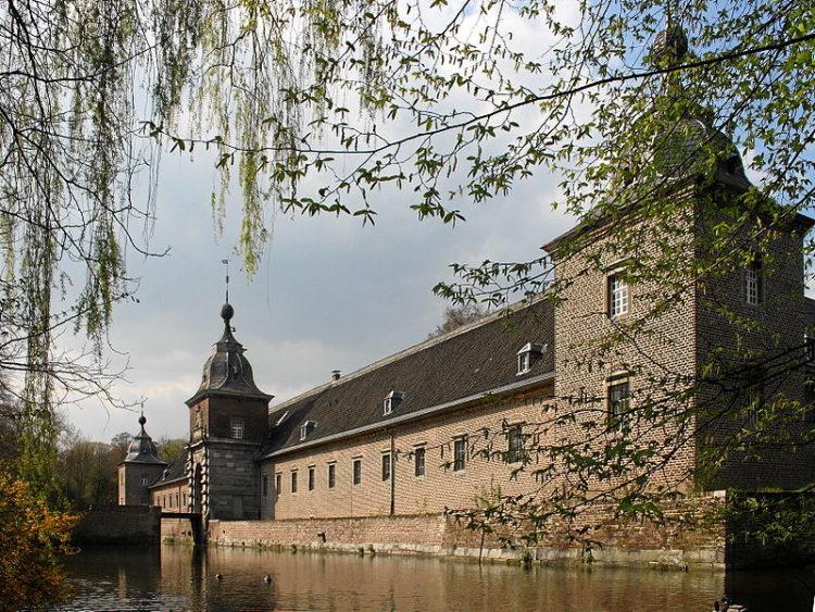 Замок Хельторф - достопримечательности Дюссельдорфа