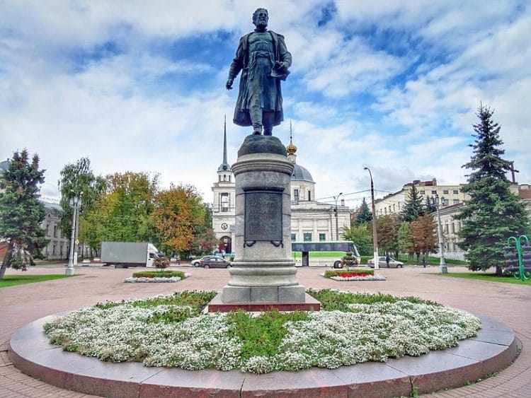 Памятник Афанасию Никитину - достопримечательности Твери