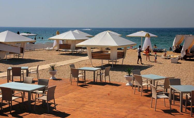 Пляж Лазурный берег - достопримечательности Евпатории