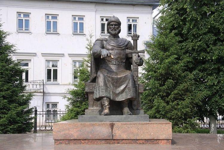 Памятник Юрию Долгорукому - достопримечательности Костромы
