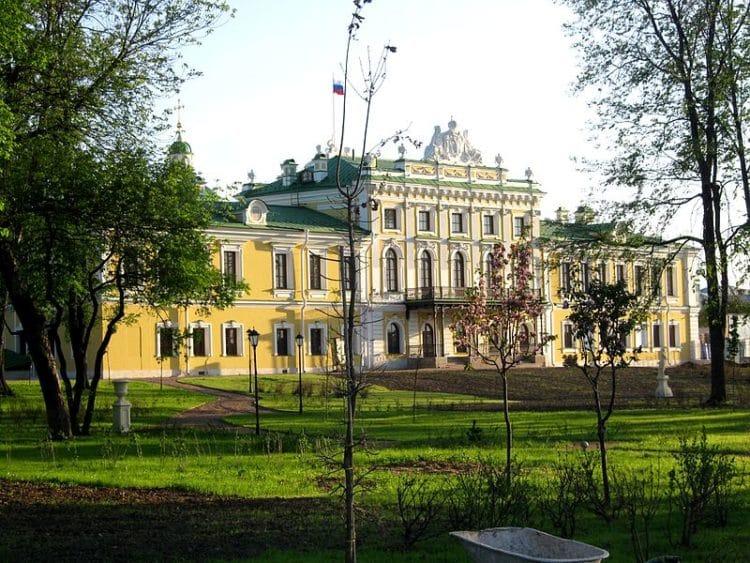 Путевой дворец - достопримечательности Твери