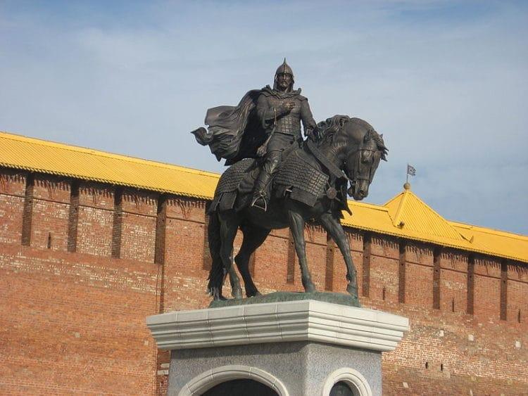 Памятник Дмитрию Донскому - достопримечательности Коломны