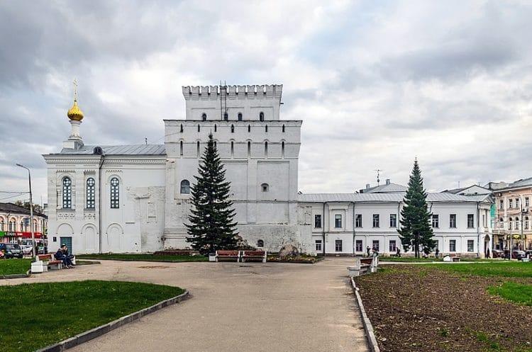 Власьевская башня и Знаменская церковь - достопримечательности Ярославля
