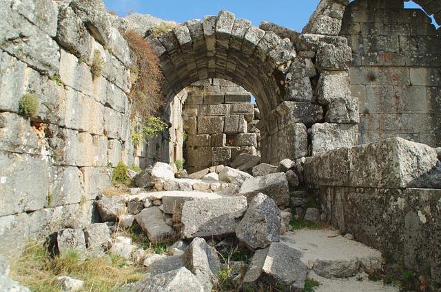 Базилика и дворец епископа - достопримечательности Сиде