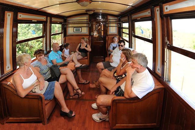 Старинный поезд из Пальмы в Сойер - достопримечательности Майорки