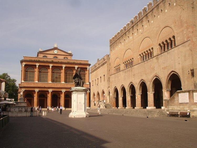 Площадь Кавур - достопримечательности Римини
