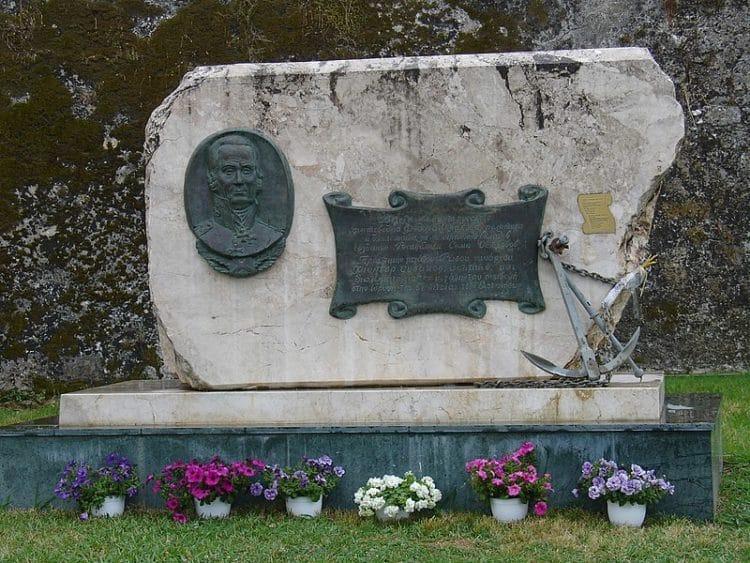 Памятник адмиралу Ушакову - достопримечательности Корфу