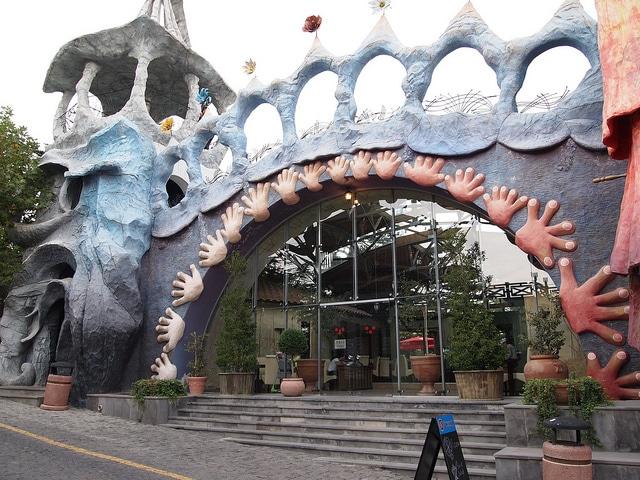 Парк развлечений и аттракционов Бомбора - достопримечательности Тбилиси