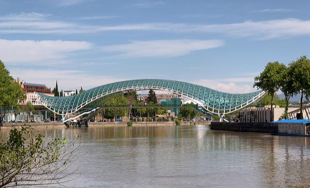 Мост мира - Что посмотреть в Тбилиси