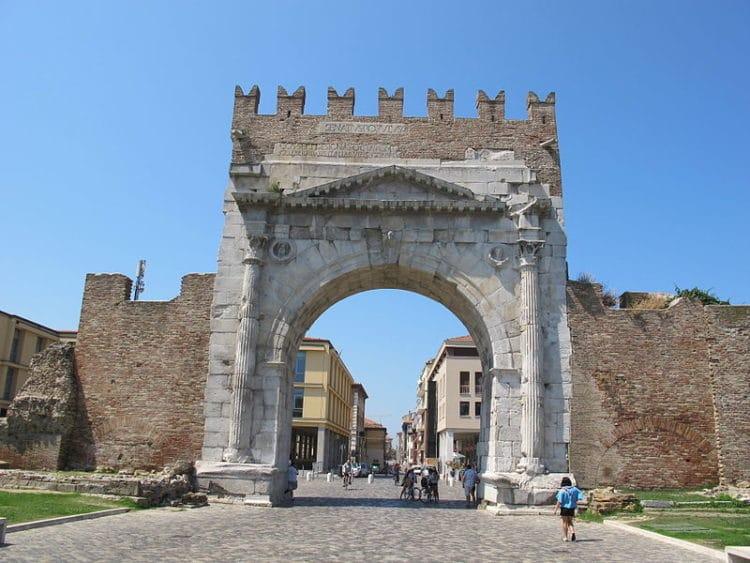 Арка императора Августа - достопримечательности Римини