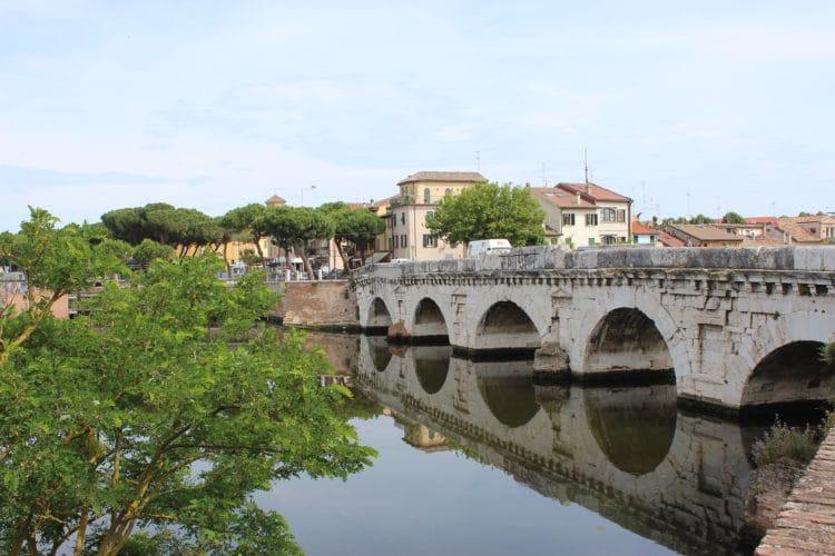 Мост Тиберия - достопримечательности Римини